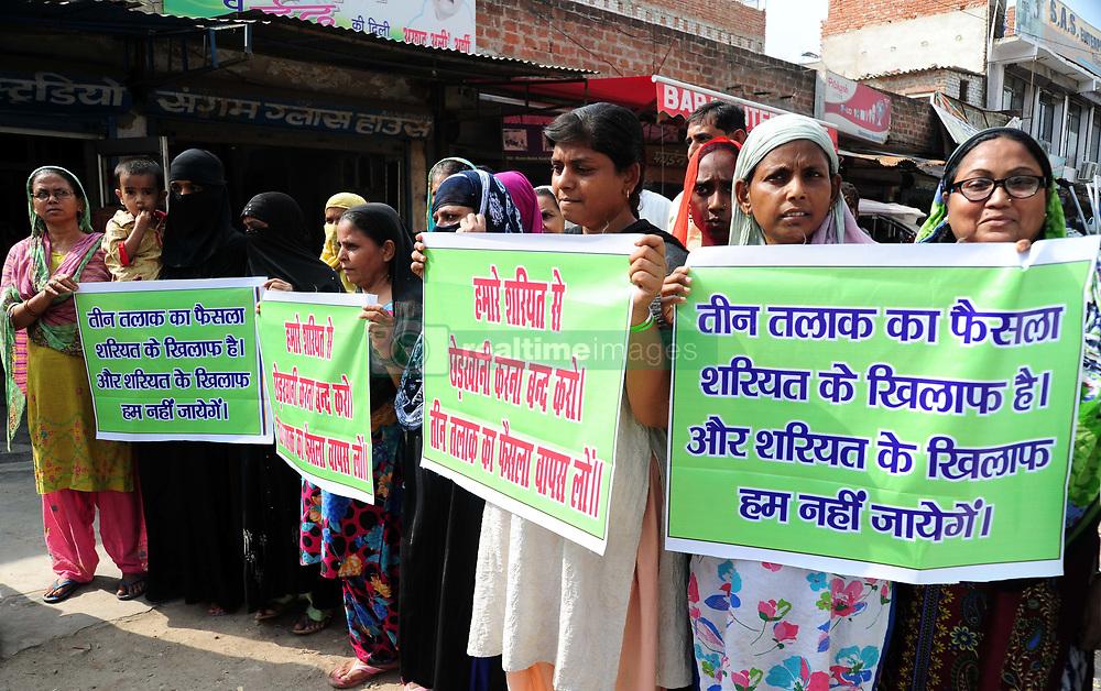 August 22, 2017 - Allahabad, Uttar Pradesh, India - Allahabad: Muslim women hold placard and shouting slogan against Supreme court's decision on Triple Talaq in Allahabad on 22-08-2017. (Credit Image: © Prabhat Kumar Verma via ZUMA Wire)