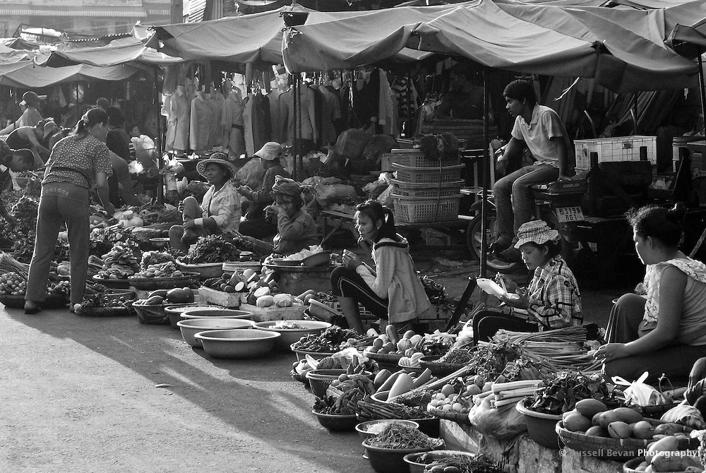 A road side fruit and vegetable market in Phnom Penh, Cambodia