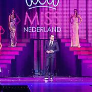 NLD/Hilversum/20160926 - Finale Miss Nederland 2016, Rene van  Kooten met de missen