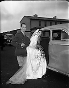 18/11/1952<br /> 11/18/1952<br /> 18 November 1952<br /> Wedding of Lieutenant Seamus Lillis, (son of Colonel James Lillis, Army Chief of Staff) Collins Barracks, Cork and Miss Aureed Mundy, Donegal at Ross Nuala and Bundoran, Co. Donegal. The couple after the ceremony.