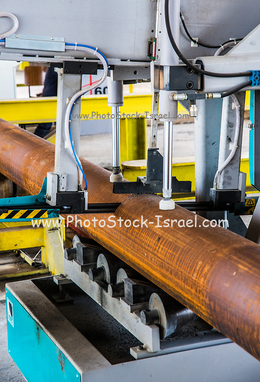Pipe manufacturing plant. Automatic precision cutting to size