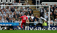 Photo: Andrew Unwin.<br /> Newcastle Utd v Fulham. The Barclays Premiership.<br /> 10/09/2005.<br /> Fulham's Brian McBride (C) scores his team's first goal.