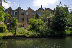May 27, 2017 - London, United Kingdom - View of a sunny Saturday afternoon on Regent's Canal, London on May 27, 2017. Regent's Canal is a canal across an area just north of central London. (Credit Image: © Alberto Pezzali/NurPhoto via ZUMA Press)