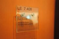 02 MAY 2001, BERLIN/GERMANY:<br /> Tuerschild Pers. Buero BK Marianne Duden Verwaltungsangestellte, an der Tuere zum Vorzimmer, Buero Bundeskanzler, Bundeskanzleramt<br /> IMAGE: 20010502-01/04-15<br /> KEYWORDS: Schild, Türschild, Büro, Kanzler