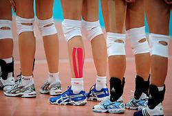 18-01-2008 VOLLEYBAL: OKT2 TURKIJE - POLEN: HALLE<br /> Lineup schoenen blessure bandage tape<br /> ©2008-WWW.FOTOHOOGENDOORN.NL
