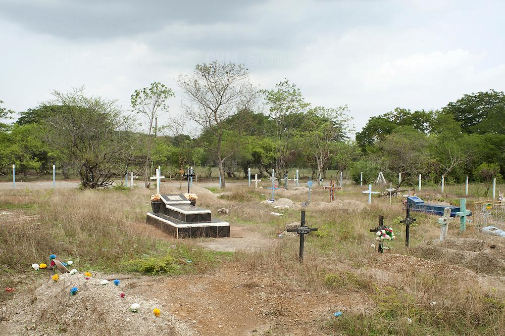 Il cimitero della comunità de La Lechuza. <br /> <br /> 18 maggio  2016 . Daniele Stefanini /  OneShot