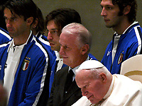 BILDET INNGÅR IKKE I FASTAVTALENE PÅ NETT MEN MÅ KJØPES SEPARAT<br /> <br /> Fotball<br /> Andrea Pirlo<br /> Foto: imago/Digitalsport<br /> NORWAY ONLY<br /> <br /> 11.11.2003  <br /> Papst Johannes Paul II. (Polen, 2.v.re.) empfängt Nationaltrainer Giovanni Trapattoni (Mitte) und die Nationalspieler Christian Panucci (li.), Andrea Pirlo (2.v.li.) und Marco Materazzi (alle Italien, re.)