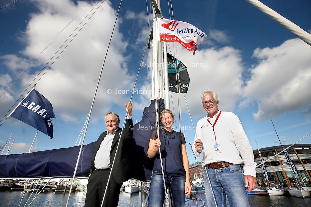 Nederland, Amsterdam , 3 september 2013.<br />  presentatie Cardo van Luc Overtoom/ Setting sail for cancer research tijdens borrel op HISWA te water.<br /> Dit weekend zeilde het VUmc CCA-team van Setting sail for cancer research tijdens de 24-uurs race mee en kwam juichend over de finish. En zoals u ziet is de boot er klaar voor om gepresenteerd te worden!<br /> <br /> Dit zal officieel gebeuren tijdens de HISWA te water en u bent van harte uitgenodigd om aanwezig te zijn om dit bijzondere moment met Luc Overtoom te vieren. We doen dit samen met relaties van Luc en VUmc CCA op dinsdag 3 september om 17.00 uur.<br /> Foto:Jean-Pierre Jans