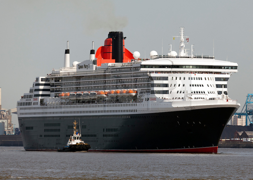 © Licensed to London News Pictures. 15/09/2011. Liverpool, UK. RMS Queen Mary rounds New Brighton on her way to Liverpool during the final day of the Mersey River Festival. Photo credit : Andrew Dawson/LNP