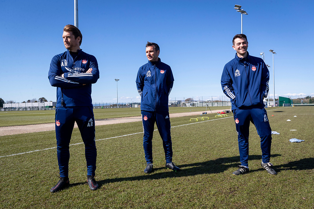 ABERDEEN FC TRAINING WITH NEW MANAGER STEPHEN GLASS AT CORMACK PARK<br /> <br /> PICTURE OF  Stephen Glass  (M) WITH Allan Russell  AND ADAM STOKES AT TRAINING<br /> <br /> PIC DEREK IRONSIDE / NEWSLINE MEDIA