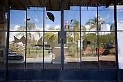 Carmopolis de Minas_MG, Brasil...Detalhe da porta com o vidro quebrado...Detail of a door  broken glass...Foto: LEO DRUMOND / NITRO