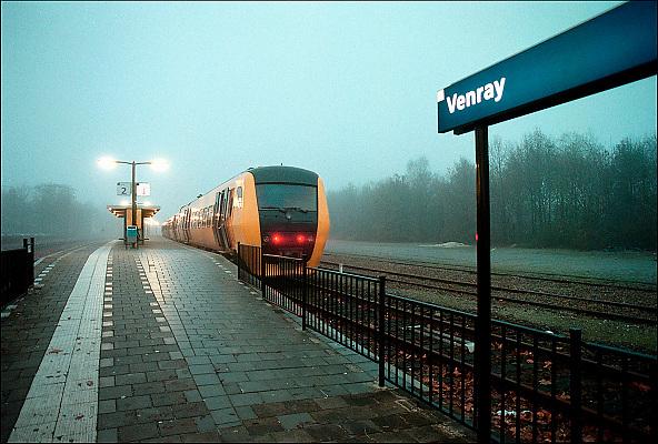 Nederland, Venray, 10-12-1998Een trein, sprinter, van de ns staat op het kleine treinstation van dit dorp in Noord Limburg.De lijn Nijmegen naar Roermond wordt geprivatiseerd.Foto: Flip Franssen/Hollandse Hoogte
