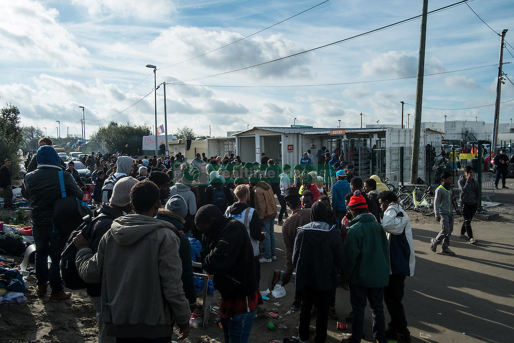 October 27, 2016 - Calais, France - Minors and young migrants are waiting in front of the white container camp, the CAP. Uncertainty and confusion, it is what they feel. Calais 27/10/2016  (Credit Image: © Guillaume Pinon/NurPhoto via ZUMA Press)