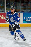 KELOWNA, CANADA - DECEMBER 30: Kaid Oliver #34 of the Victoria Royals warms up against the Kelowna Rockets on December 30, 2016 at Prospera Place in Kelowna, British Columbia, Canada.  (Photo by Marissa Baecker/Shoot the Breeze)  *** Local Caption ***