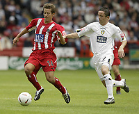 Fotball<br /> Foto: Fotosports/Digitalsport<br /> NORWAY ONLY<br /> <br /> Date: 29/08/2004<br /> <br /> Sheffield United v Leeds United<br /> Coca Cola Championship<br /> <br /> Sheffield's John Harley and Leeds Gary Kelly