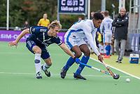 AMSTELVEEN -Terrance Pieters (Kampong) met Gijs van Wagenberg (Pinoke)   tijdens   hoofdklasse hockeywedstrijd mannen, Pinoke-Kampong (2-5) . COPYRIGHT KOEN SUYK
