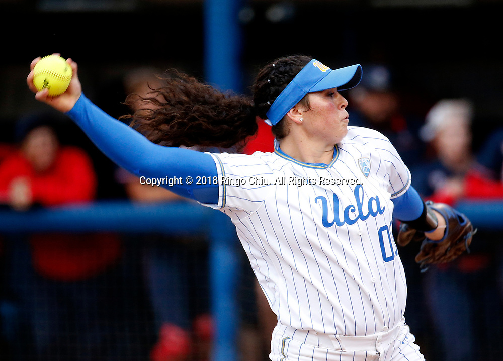 UCLA Bruins starting pitcher Rachel Garcia (00) throws the ball during an NCAA softball game between UCLA Bruins and Arizona Wildcats on Thursday, May 24, 2018, at Easton Stadium in Los Angeles. UCLA won 7-1.(Photo by Ringo Chiu / Arizona Daily Star)