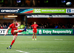 Owen Farrell of Saracens kicks s penalty<br /> <br /> Photographer Simon King/Replay Images<br /> <br /> European Rugby Champions Cup Round 4 - Cardiff Blues v Saracens - Saturday 15th December 2018 - Cardiff Arms Park - Cardiff<br /> <br /> World Copyright © Replay Images . All rights reserved. info@replayimages.co.uk - http://replayimages.co.uk
