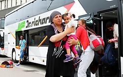 05.09.2015, Westbahnhof, Wien, AUT, Flüchtlinge auf den Weg durch die Staaten der EU, im Bild Flüchtlinge die mit einem Bus ankommen // Immigrants from the Middle Eastern countries and Africa arrived at the Railway station in Vienna, Austria on 2015/09/05. EXPA Pictures © 2015, PhotoCredit: EXPA/ Sebastian Pucher