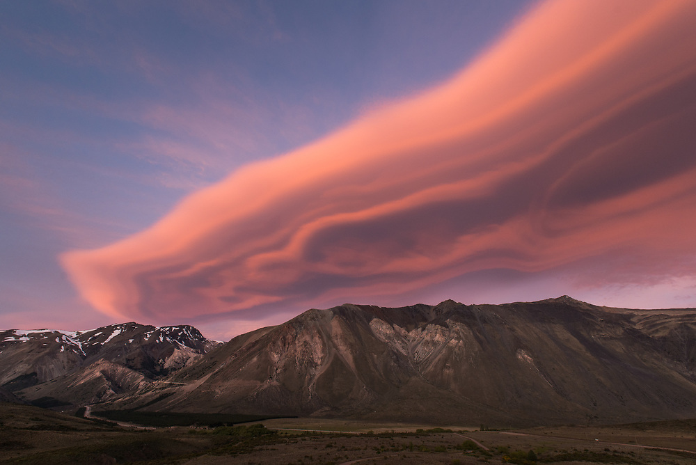 Lenticular cloud in Esquel, Patagonia, 2013. Personal proyect