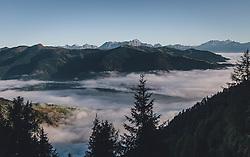 THEMENBILD - das Kapruner Tal und das Zeller Becken ist mit Bodennebel bedeckt. Wanderung auf das Imbachhorn in den Hohen Tauern, das zwischen dem Fuscher Tal und dem Kapruner Tal liegt, aufgenommen am 09. September 2020 in Kaprun, Oesterreich // the Kaprun valley and the Zell basin is covered with ground fog. Hike to the Imbachhorn in the Hohe Tauern, which lies between the Fuscher Valley and the Kaprun Valley, in Kaprun, Austria on 2020/09/09. EXPA Pictures © 2020, PhotoCredit: EXPA/Stefanie Oberhauser