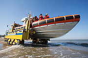 De reddingsboot van de KNRM (Koninklijke Nederlandse Reddings Maatschappij) in Noordwijk aan Zee...The lifeboat John Paul of the KNRM (Royal Dutch Rescue Organization) in Noordwijk aan Zee.