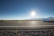 Jan Marcel van Dijken is op weg in de Cygnus Beta. In Battle Mountain (Nevada) wordt ieder jaar de World Human Powered Speed Challenge gehouden. Tijdens deze wedstrijd wordt geprobeerd zo hard mogelijk te fietsen op pure menskracht. Ze halen snelheden tot 133 km/h. De deelnemers bestaan zowel uit teams van universiteiten als uit hobbyisten. Met de gestroomlijnde fietsen willen ze laten zien wat mogelijk is met menskracht. De speciale ligfietsen kunnen gezien worden als de Formule 1 van het fietsen. De kennis die wordt opgedaan wordt ook gebruikt om duurzaam vervoer verder te ontwikkelen.<br /> <br /> Jan Marcel van Dijken on his way in the Cygnus Beta. In Battle Mountain (Nevada) each year the World Human Powered Speed Challenge is held. During this race they try to ride on pure manpower as hard as possible. Speeds up to 133 km/h are reached. The participants consist of both teams from universities and from hobbyists. With the sleek bikes they want to show what is possible with human power. The special recumbent bicycles can be seen as the Formula 1 of the bicycle. The knowledge gained is also used to develop sustainable transport.