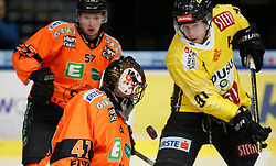 27.02.2020, Merkur Eisstadion, Graz, AUT, EBEL, Moser Medical Graz 99ers vs Vienna Capitals, Zwischenrunde, 9. Qualifikationsrunde, im Bild von links Kalle Johansson (Moser Medical Graz 99ers), Cristopher Nihlstorp (Moser Medical Graz 99ers) und Taylor Vause (Vienna Capitals) // from l to r Kalle Johansson (Moser Medical Graz 99ers) Cristopher Nihlstorp (Moser Medical Graz 99ers) and Taylor Vause (Vienna Capitals) during the Erste Bank Eishockey League Intermediate round, 9th qualifying round match between Moser Medical Graz 99ers and Vienna Capitals at the Merkur Eisstadion in Graz, Austria on 2020/02/27. EXPA Pictures © 2020, PhotoCredit: EXPA/ Erwin Scheriau