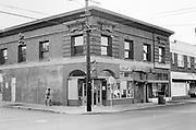 1003-09.  Mississippi & Shaver, SE corner, Portland, Oregon, September 1991