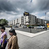 Nederland, Amsterdam , 4 augustus 2011..Het winkelcentrum Venserpolder in Amsterdam Zuid Oost is aan een opknapbeurt toe en oogt mistroostig in de toch al zo mistroostige wijk Venserpolder in Amsterdam Zuid Oost..Foto:Jean-Pierre Jans