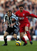 Fotball<br /> Premier League 2004/05<br /> Liverpool v Newcastle<br /> 18. desember 2004<br /> Foto: Digitalsport<br /> NORWAY ONLY<br /> Harry Kewell <br /> Liverpool 2004/05<br /> Lee Bowyer Newcastle United