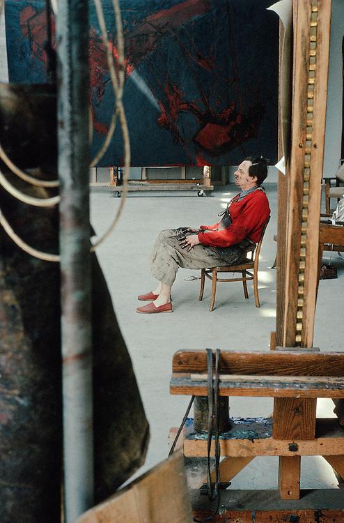 Gérard Garouste, né le 10 mars 1946 à Paris, est un écrivain, peintre, graveur et sculpteur français. Gérard Garouste est le mari de la designer Elizabeth Garouste.<br /> Marcilly-sur-Eur, 1991