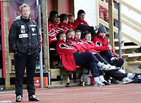 Fotball , Adecco ligaen  16 . Mai  2005 , Gjemselund stadion ,  Kongsvinger v Løv-Ham (2-1)<br /> <br /> Magnus Johansson , Løv-Ham ser bekymret ut , mens Kongsvingerbenken sitter i ro.
