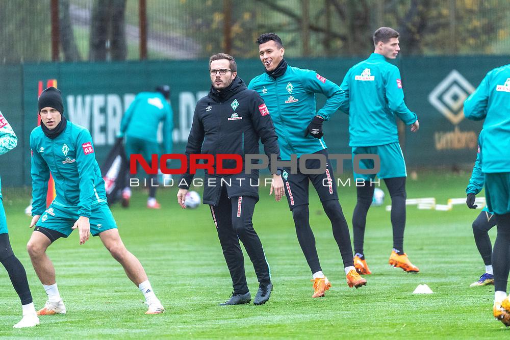 17.11.2020, Trainingsgelaende am wohninvest WESERSTADION - Platz 12, Bremen, GER, 1.FBL, Werder Bremen Training<br /> <br /> Maximilian Eggestein (Werder Bremen #35)<br /> Henrik Frach (Athletik-Trainer SV Werder Bremen )<br /> Davie Selke  (SV Werder Bremen #09)<br /> Pattrick Erras (Werder Bremen Neuzugang 29<br /> <br /> <br /> Foto © nordphoto / Kokenge *** Local Caption ***