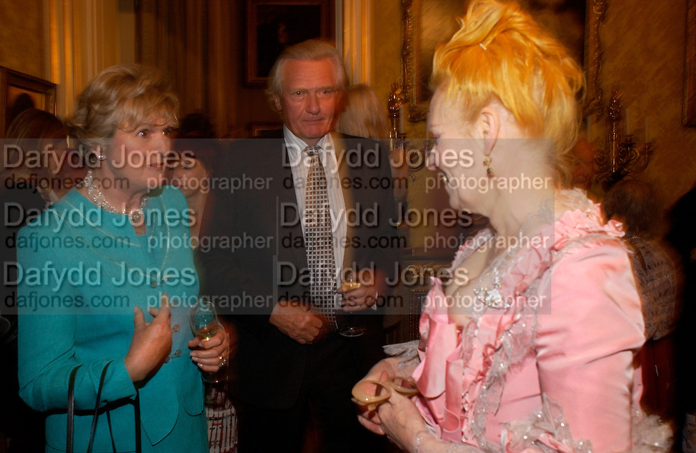 Lord Michael and Lady Heseltine and Vivienne Westwood, Opening by Vivienne Westwood of Boucher: Seductive Visions.  The Wallace Collection. Manchester Sq. London. 29 September 2004. SUPPLIED FOR ONE-TIME USE ONLY-DO NOT ARCHIVE. © Copyright Photograph by Dafydd Jones 66 Stockwell Park Rd. London SW9 0DA Tel 020 7733 0108 www.dafjones.com