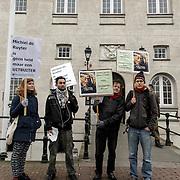 NLD/Amsterdam/20150122 - Protest van actiegroep Michiel de Rover voor het Scheepvaartmuseum Amsterdam