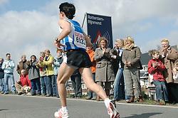 09-04-2006 ATLETIEK: FORTIS MARATHON: ROTTERDAM<br /> De 26e editie van de marathon van Rotterdam - Rotterdam Rijnmond - vele toeschouwers<br /> ©2006-WWW.FOTOHOOGENDOORN.NL