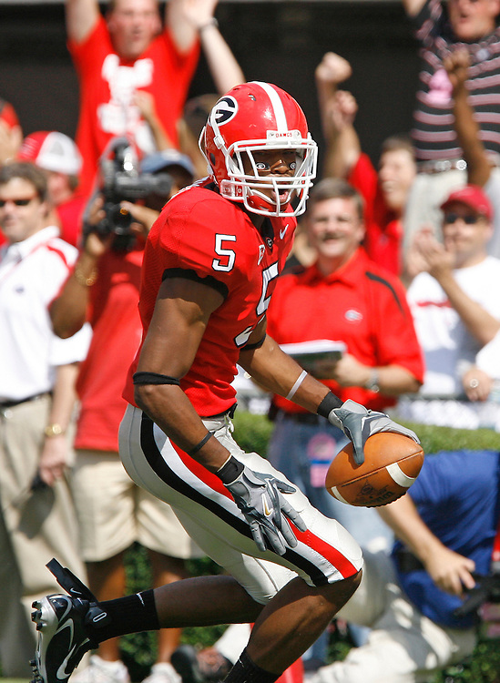 Georgia FS CJ Byrd celebrates his TD after a blocked punt during the game between the University of Georgia Bulldogs and University of Alabama-Birmingham (UAB) Blazers at Sanford Stadium in Athens, GA on September 16, 2006.  The Bulldogs beat the Blazers 34-0.