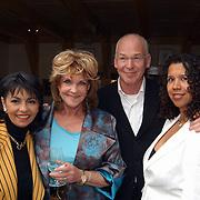 Modeshow Sheila de Vries, Laura Fygi en Astrid Engels, Peter faber en vrouw Suzanne van Dijk