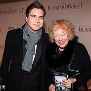 NLD/Rotterdam/20121218 - Premiere het Bombardement , Marjan Berk met kleinzoon