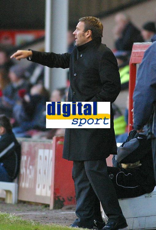 Photo: Dave Linney.<br />Walsall v Gillingham. Coca Cola League 1. 12/11/2005.Walsall Boss Paul Merson