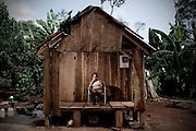 Itapúa, Paraguay.<br /> <br /> Niña en casa de madera.<br /> <br /> El asentamiento 13 de Mayo, en el departamento de Itapuá, Paraguay, fue desalojado 17 veces en seis años y otras tantas volvieron a su tierra. Son 8 hectáreas ocupadas por 40 familias y reclamadas por los sucesores de Amado Cano Ortiz, el ex médico personal del dictador Alfredo Stroessner.