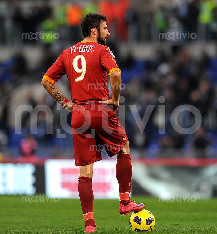 FUSSBALL INTERNATIONAL   SERIE A   SAISON 2010/2011    S.S. Lazio - AS Roma    07.11.2010 Mirko Vucinic (AS Rom)