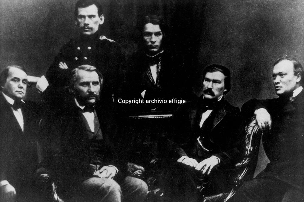 "Il gruppo della rivista ""Sovremmenik"" 1856 (da sinistra): Ivan Goncharov, Ivan Turgenev, Lev Nikolaevic Tolstoj, Dmitri Grigorovich, Alexander Druzhinin, Alexander Ostrovsky<br />archivio effigie"
