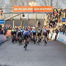 12-01-2020: Wielrennen: NK Veldrijden: Rucphen <br />Start vrouwen wedstrijd