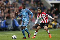 (L-R), Jamiro Monteiro Alvarenga of Heracles Almelo, Junior Mauro of PSV during the Dutch Eredivisie match between PSV Eindhoven and Heracles Almelo at the Phillips stadium on October 22, 2017 in Eindhoven, The Netherlands