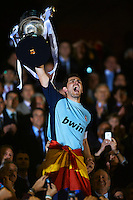 VALENCIA, BARCELONA - APRIL 20:  Iker Casillas of Real Madrid  holds up the trophy after the Copa del Rey final match between Real Madrid and Barcelona at Estadio Mestalla on April 20, 2011 in Valencia, Spain.  (Photo by Manuel Queimadelos Alonso/Getty Images)