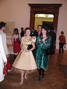 Isabella Blow. Apocalypse opening. Royal Academy. 18 September 2000. © Copyright Photograph by Dafydd Jones 66 Stockwell Park Rd. London SW9 0DA Tel 020 7733 0108 www.dafjones.com