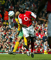 Fotball<br /> Premier League 2004/05<br /> Arsenal v Norwich<br /> 2. april 2005<br /> Foto: Digitalsport<br /> NORWAY ONLY<br /> Kolo Toure and Leon McKenzie go head to head