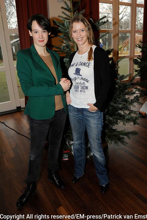 Sky Radio Christmas Tree for Charity 2011 in Artis, Amsterda.<br /> <br /> Op de foto:  Babette van Veen en Anne van Veen